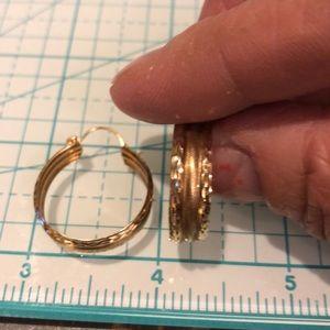 Jewelry - 10kt yellow gold earrings 👑